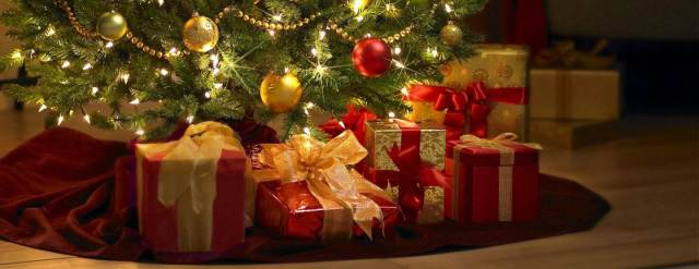 635850271436078651-2048162453_christmas-gifts-under-tree-thnzpdjhf